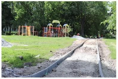Триває облаштування громадського простору на вул. Космонавтів