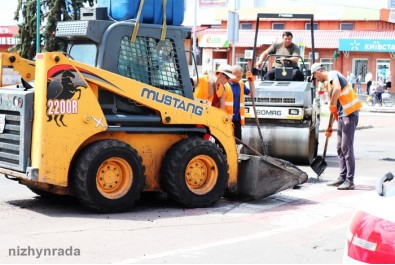 У місті продовжується поточний ремонт доріг