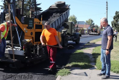 По вулиці Корчагіна  – ремонт дорожнього покриття