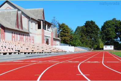Завершується реконструкція бігових доріжок на міському стадіоні