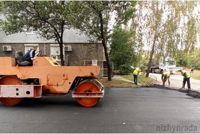 Перевірили хід виконання робіт по ремонту внутрішньоквартальних доріг