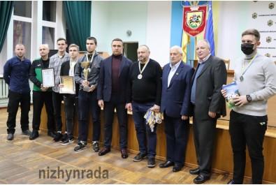 Олександр Кодола нагородив переможців та призерів чемпіонатів міста з футболу