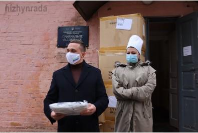 Ніжинська міськлікарня отримала для медичного персоналу біозахисні костюми