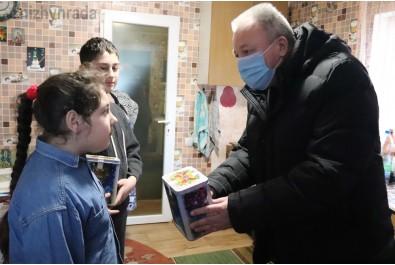 Солодкими подарунками привітали ніжинських дітей військовослужбовців, які загинули під час участі в АТО/ООС