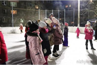 У Ніжині відкрили льодову ковзанку