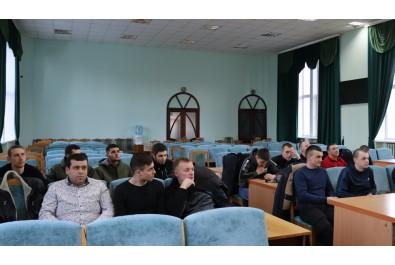 Олександр Кодола та голова федерації футболу міста Ніжина Володимир Мамедов привітали переможців чемпіонату міста з футзалу