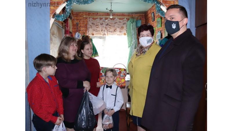 Міський голова Олександр Кодола привітав багатодітну родину прийдешнім святом Воскресіння Христового