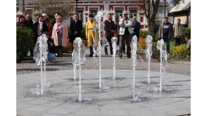 Урочисто запустили світлодинамічний пішохідний фонтан