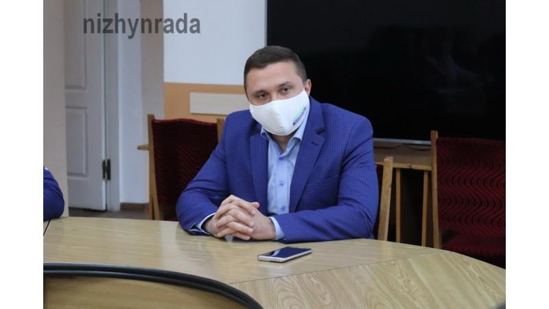 Міський голова Олександр Кодола разом з волонтерами намітили план дій та механізм їх реалізації щодо захисту безпритульних тварин у Ніжині
