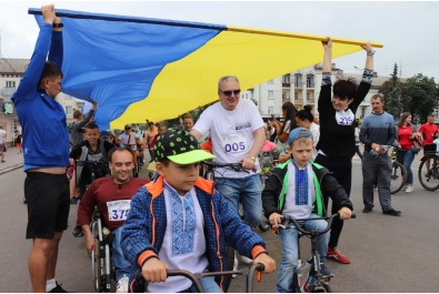 День Конституції та День молоді Ніжин відзначив патріотичним велопробігом