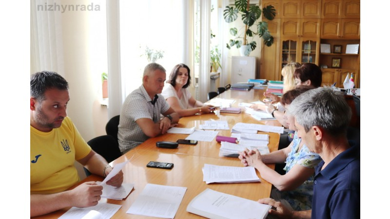 Напередодні засідання чергової сесії міської ради активно працюють постійні депутатські комісії