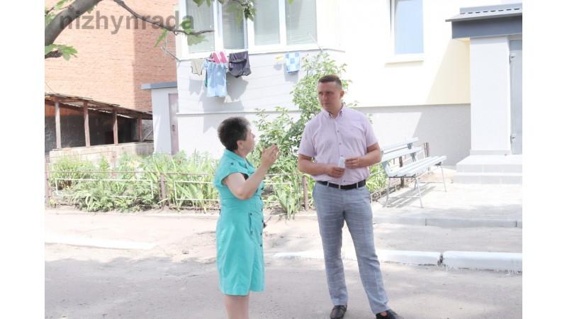 Міський голова Олександр Кодола провів зустріч з мешканцями будинку 23 по вул.Озерна щодо проведеної комплексної термомодернізації їх будинку