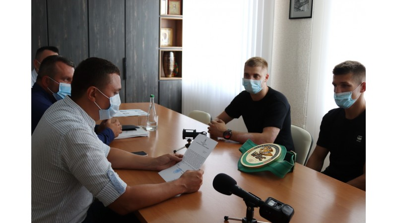 Олександр Кодола провів зустріч із ніжинським боксером Петром Івановим