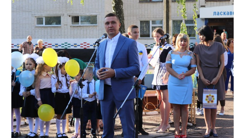 Олександр Кодола привітав зі святом Першого дзвоника учнів ЗОШ № 15