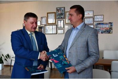 Міський голова Олександр Кодола підписав угоду про співпрацю з НДУ імені М.Гоголя