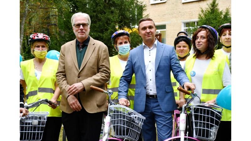 Соціальні працівники отримали 65 велосипедів від Програми DOBRE