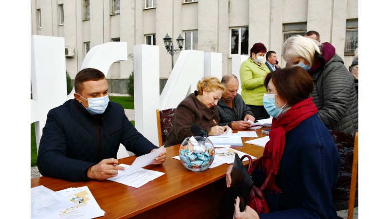 Міський голова Олександр Кодола вперше провів особистий прийом громадян на центральній площі міста